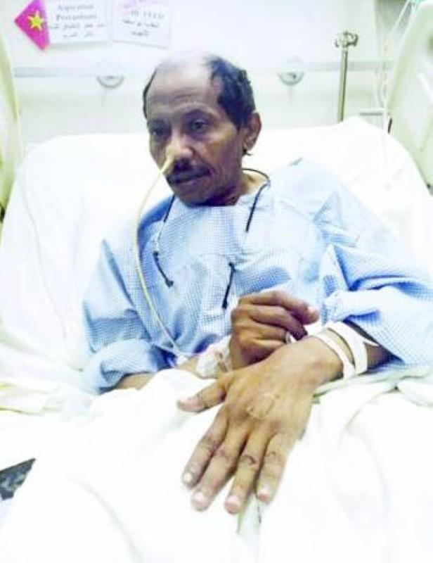 عبده خال في المستشفى عام 2015 بعد تعرضه لجلطة في الدماغ.