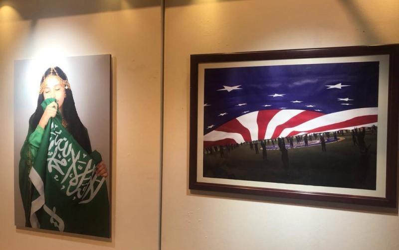 صورتان في المعرض الفوتوغرافي