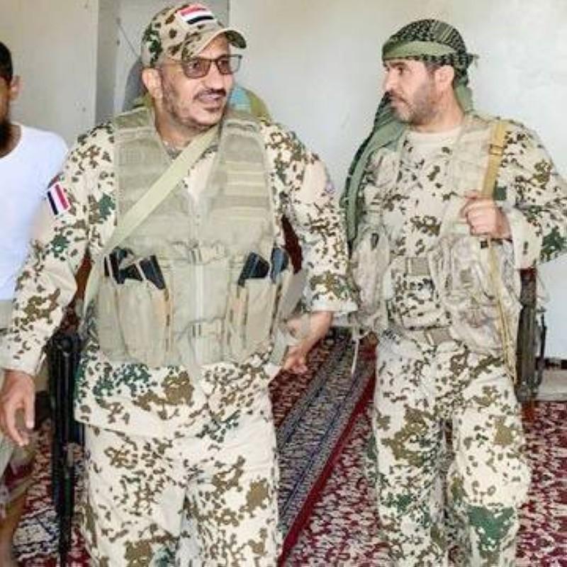 مع أحد قيادات الجيش.