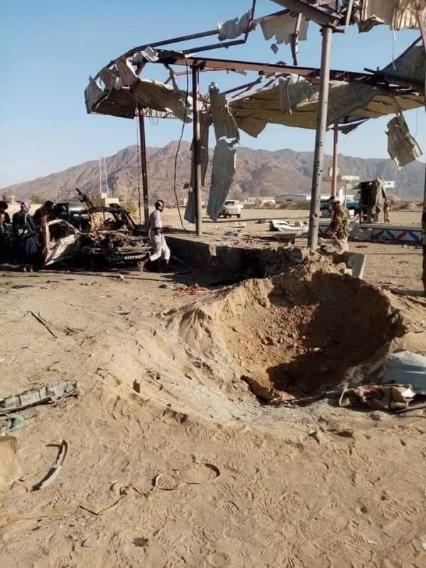 آثار القصف الحوثي الهستيري بصواريخ باليستية على مواقع المدنيين في الجوبة اليوم.