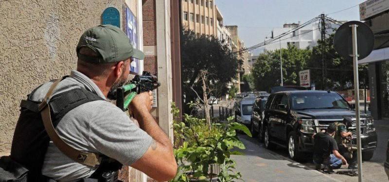 مسلح أثناء الاشتباكات في لبنان.