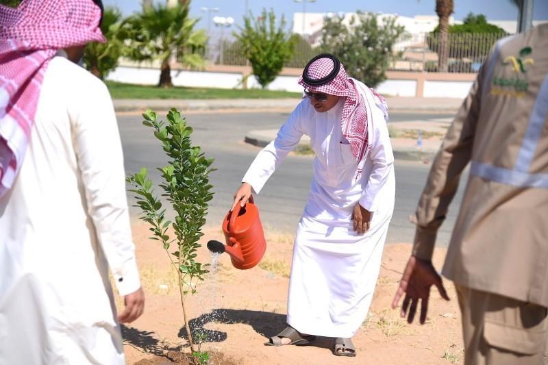 ضمن مبادرة السعودية الخضراء.. صحة نجران تطلق مبادرة أياد خضراء لغرس 20 ألف شجرة